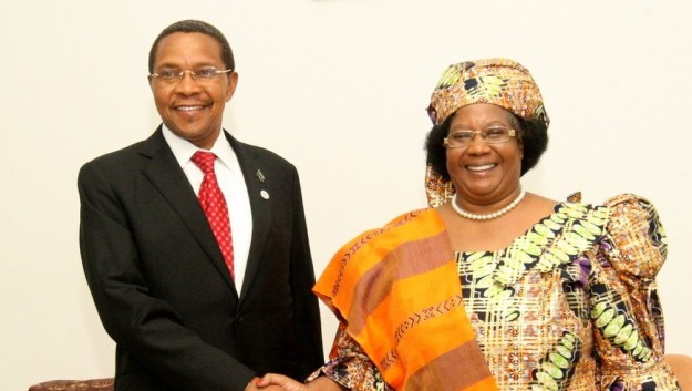 Presidents Kikwete of Tanzania and Banda of Malawi